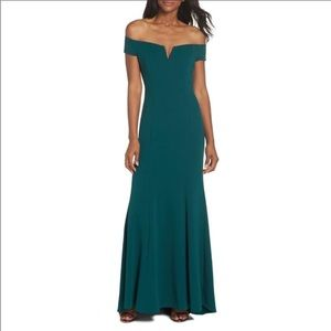 Vince Camuto Trumpet Gown Emerald Green Size 2P